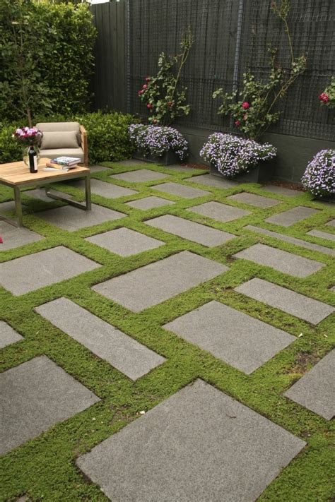 con camino caminos preciosos en jardines con c 233 sped 37 ideas