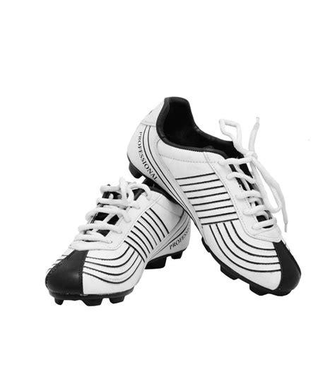fenta football shoes fenta white football shoes price in india buy fenta white
