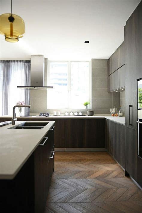 cuisine couleur fin image de cuisine en bois sombre avec plan de travail blanc