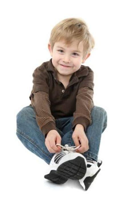 kid tying shoes which skills should parents teach their children