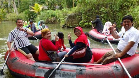 Perahu Karet permainan air picture of taman wisata matahari cisarua tripadvisor