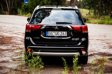 black mitsubishi outlander 2016 mitsubishi outlander phev facelift rijtest en video