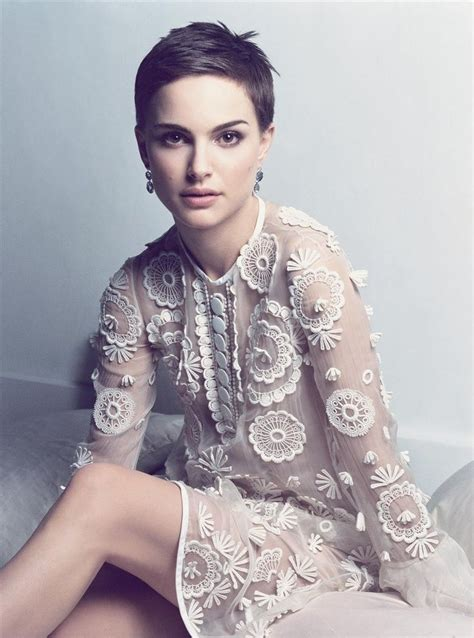 a hairstyle that can be styled feminine or masculine natalie portman short hair pixie short hair