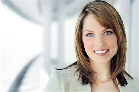 medium hairstyles for women exec bewerbungsfoto das herzst 252 ck der bewerbung richtig