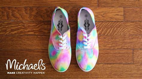 diy dye shoes diy sharpie tie dye shoes
