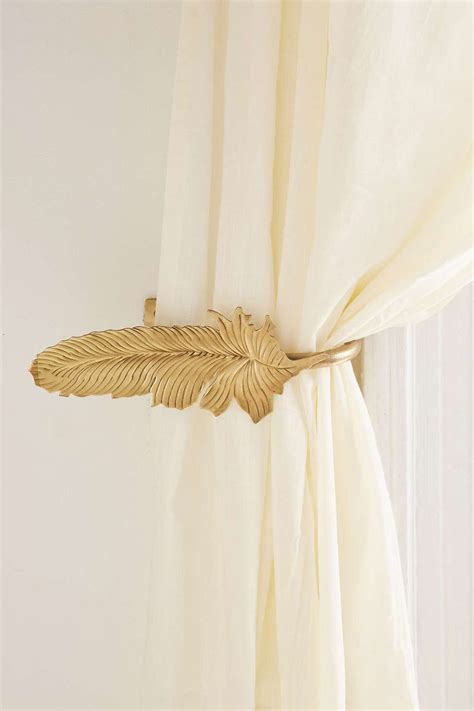 curtain side holders 25 best ideas about embrasse rideau on pinterest