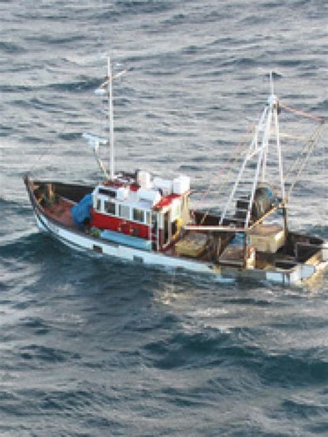 fishing boat death nz men plucked from sinking fishing boat otago daily times