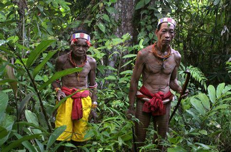 arti tato mentawai mentawai menjelajahi surga alam dan budaya yang nyaris