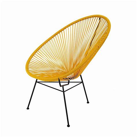 fauteuil en fil de r 233 sine tendu moutarde et m 233 tal noir