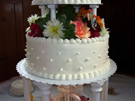 How To Decorate A Wedding Cake   Wedding and Bridal