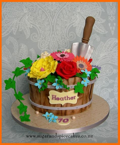 Flower Garden Cake Ideas Flower Pot Gardening Cake Http Www Sugarandspicecakes Co Nz Amazing Novelty Cake Ideas