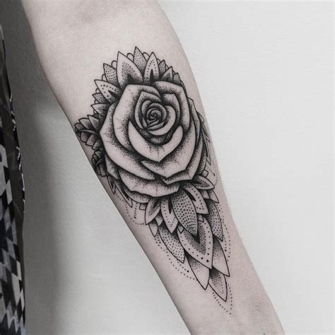 rose dotwork tattoo mandala galerie tatouage