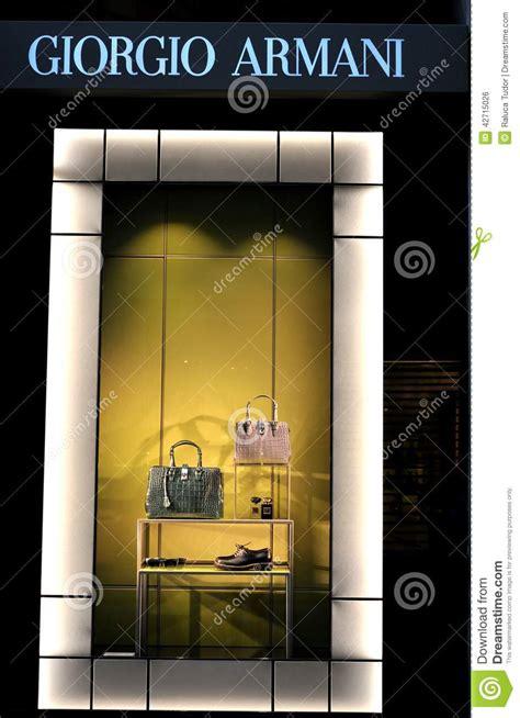 dise ador de interiores famoso tienda de lujo de la moda de la ropa de armani en italia