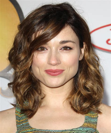 square head hairstyles crystal reed medium wavy casual hairstyle with side swept