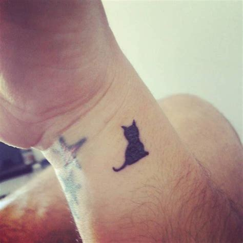 tattoo cat wrist 32 awesome cat wrist tattoos designs