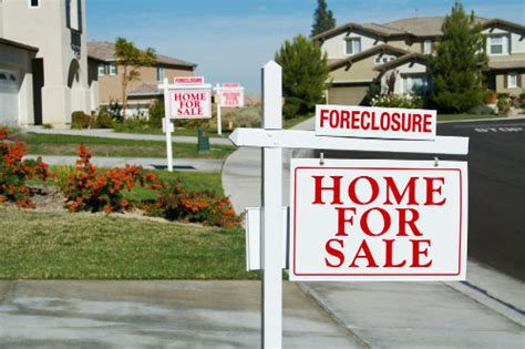 foreclosures hit lowest level since 2007