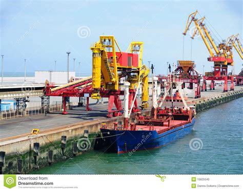 porto calais nave nel porto di calais fotografia stock immagine 15625540