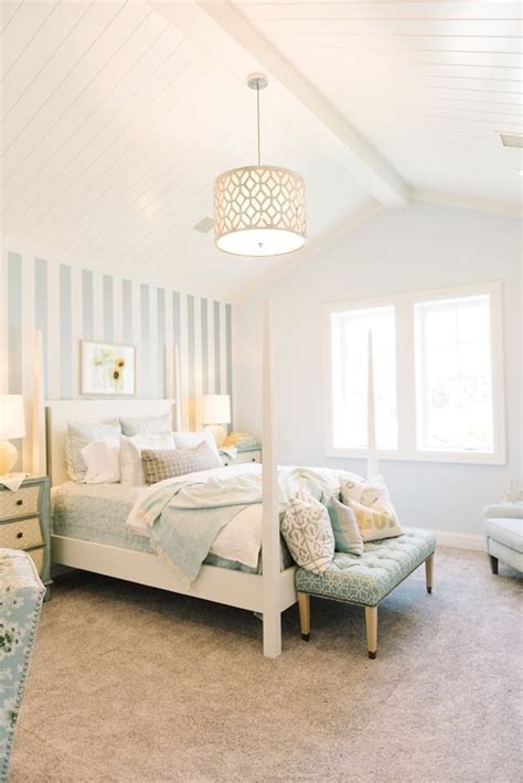 light bedrooms 25 best ideas about vaulted ceiling bedroom on