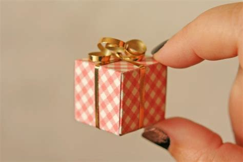 Papercraft Gifts - tiny gift boxes by jillpoof craftsy