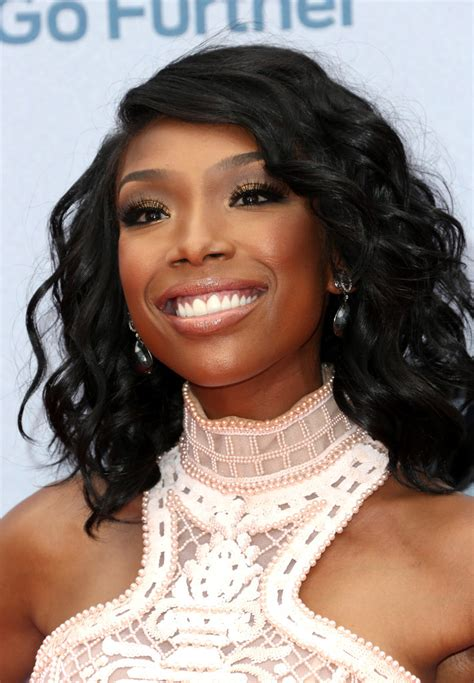 brandy the game hair cut brandy medium wavy cut brandy hair looks stylebistro