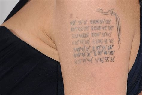 angelina jolie tattoo blut und eisen angelina jolie und brad pitt was wird aus ihren liebes