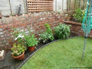Small Backyard Gardens Photos Cosy Courtyard Garden Grow Landscaping