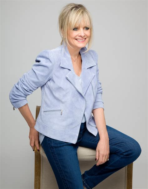 twiggy s life in 15 hairstyles daily mail online image gallery twiggy 2015