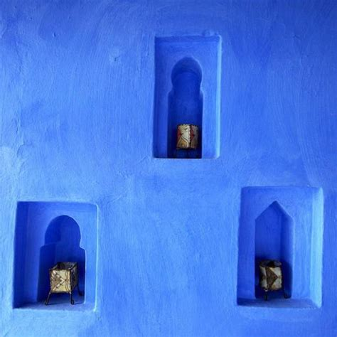 moroccan decor and blue color bring cool moroccan style into modern home decorating