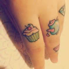 tattoo hand between thumb pointer finger tattoos fingers and cats on pinterest