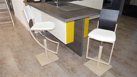 chaise cuisine design le petit mobilier du showroom chaises et tabourets