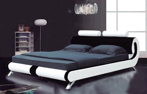King Size Bed Design Photos Comparing Leather Beds With Wooden Beds By Homearena