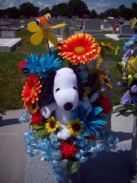 flower arrangement pictures with theme snoopy theme flower arrangement flower arrangements