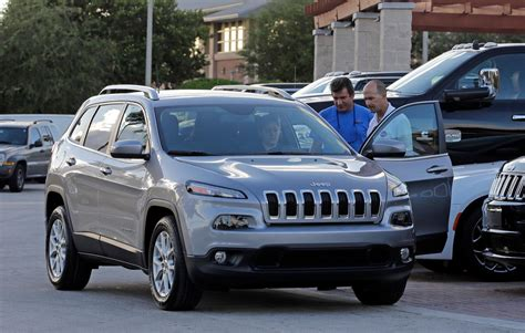 Chrysler Fiat News Fiat Chrysler Recalling Nearly 56k Jeeps To Fix Water Leak