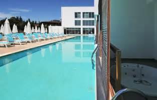swim up room gold island hotel