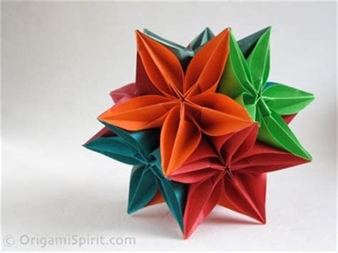 Carambola Flowers Origami - kusudama with the carambola flower modular origami