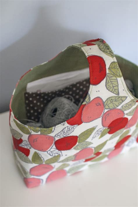boxy tote bag pattern reversible box tote with apples by clara falk project