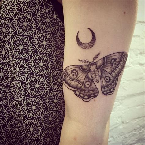 dot tattoo meaning best 25 dot work ideas on dot work