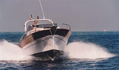 cabinato a motore usato gozzo cabinato vela motore gozzo cabinato a motore genova
