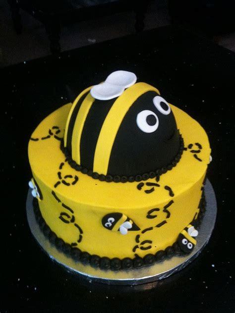 bumble bee cake by cakegirlkc via flickr looking