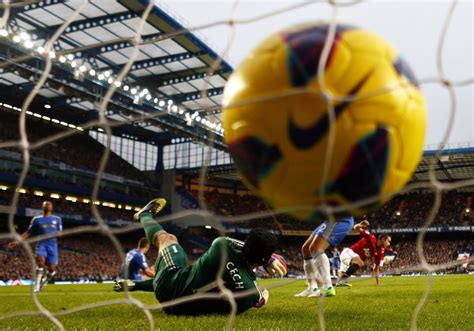 chelsea manchester united chelsea flex title muscle in united defeat