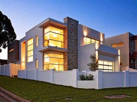 Mid Century Apartment by Fachadas De Casas Concrete Ideas Va