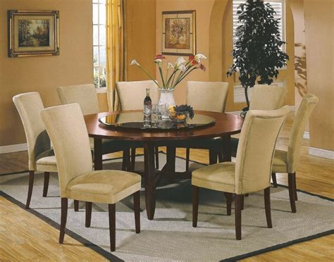 Decorating dining room tables