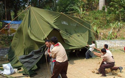 memilih tenda untuk cing anak di kegiatan pramuka