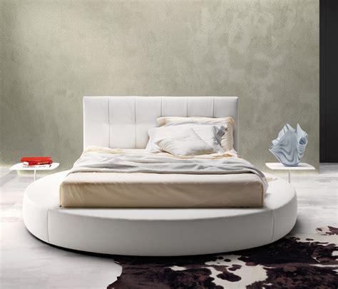 rivestimento letto imbottito letto tondo imbottito design moderno con testiera alta