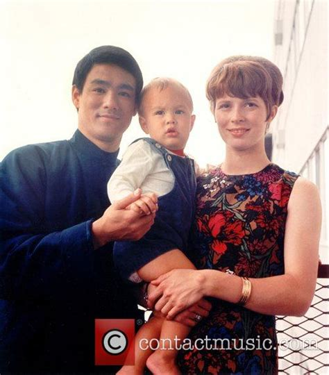 Classify wife of Bruce Lee (Linda Lee Cadwell)
