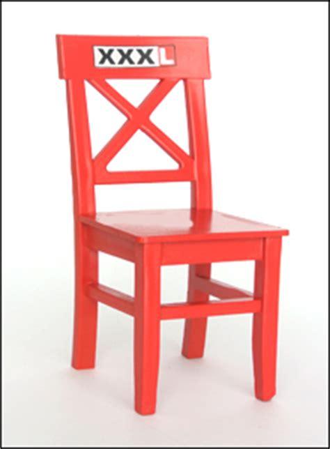 rote beete roter stuhl xxxl werbemodell