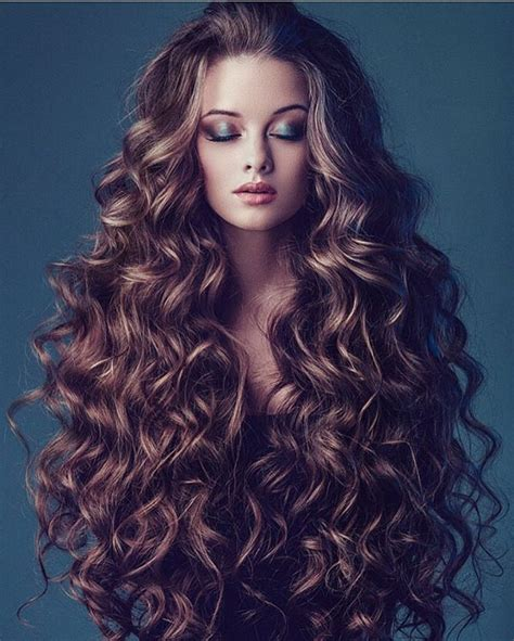 Hairstyles With Curls by Best 25 Curly Hair Ideas On