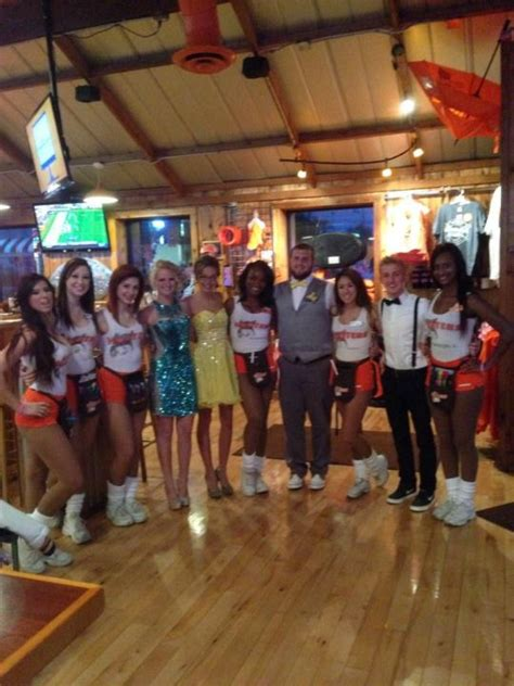 hooters girls hooters waitress pinterest posts and girls