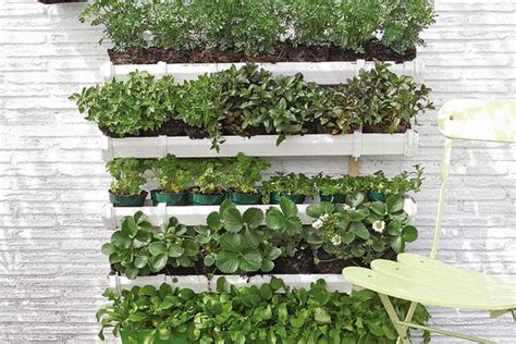 How to build a pallet vertical garden and a DIY plastic