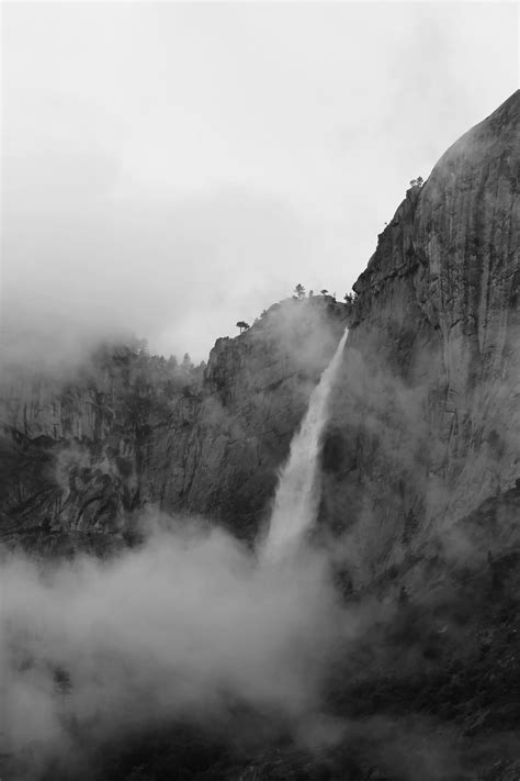 Gambar Pemandangan Gunung Dan Air Terjun - Tempat Berbagi